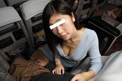 【VR】VR長尺 夜行バスで乗り合わせた女性がカラダをすり寄せ誘惑。バレないように耳元で囁かなれがらHしたら、 それに気づいた別の乗客からも誘惑されSEXしてしまいました。静岡~新宿編【現行最高画質】2