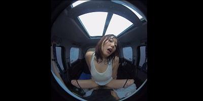 【VR】VR真夏の炎天下の狭い車内で汗だくになって肉食系カーセックスしまくりました 浜崎真緒3