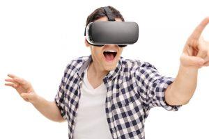 VRを見て喜んでいる人